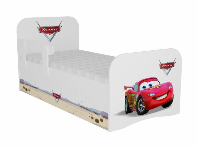цветная детская кроватка с бортиками в дизайне комнаты пример