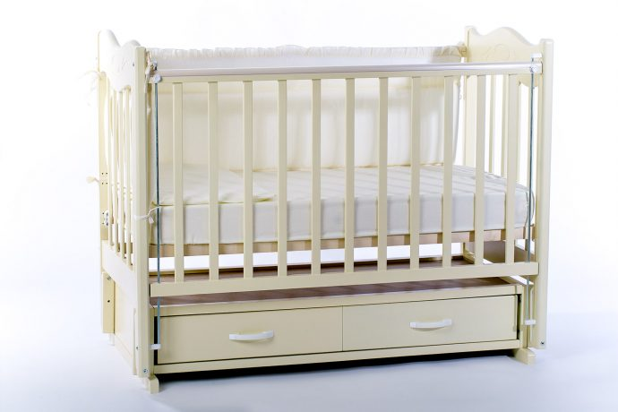 маленькая кроватка для ребенка маятник для девочки из дерева