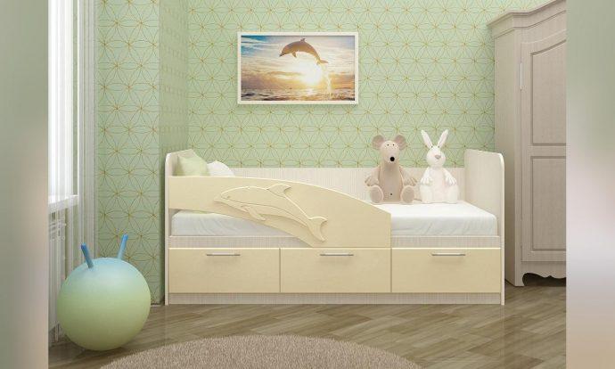 цветная детская кровать с бортиками в комнате конструкция