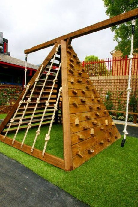 крепкая игровая зона сделана собой на даче