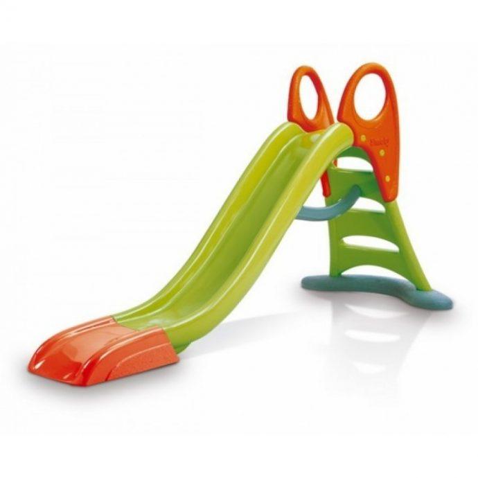 яркая горка для детей вертикально установленная для игр