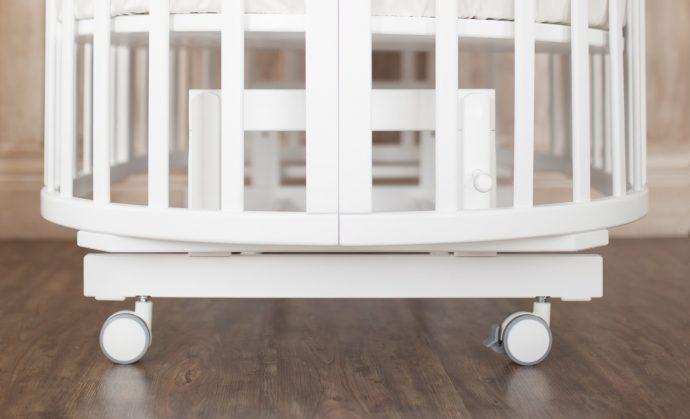 яркая кровать трансформер для ребенка