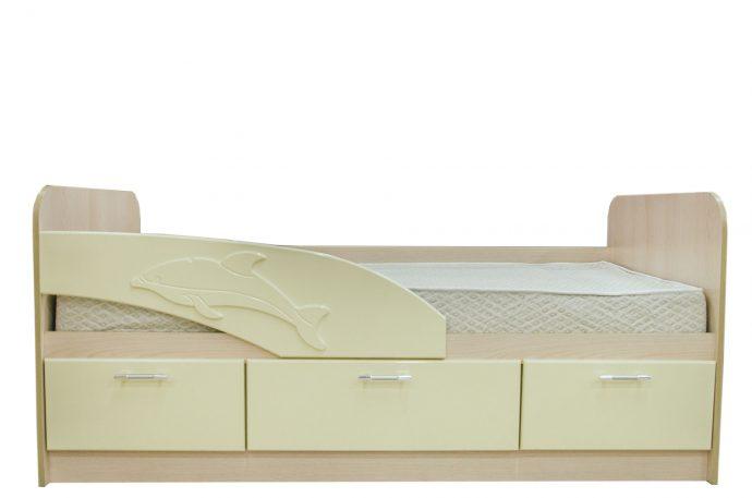 детская кровать с рисунком дельфина в комнате