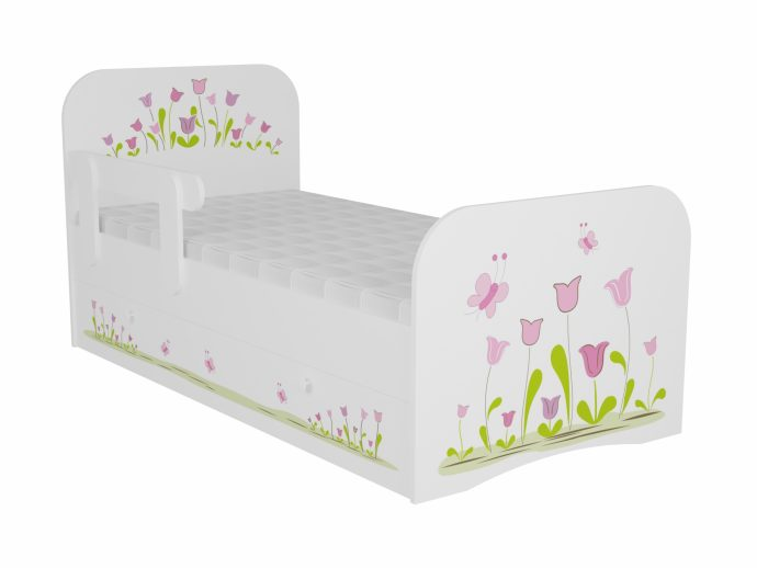яркая детская кроватка с бортиками в интерьере комнаты конструкция
