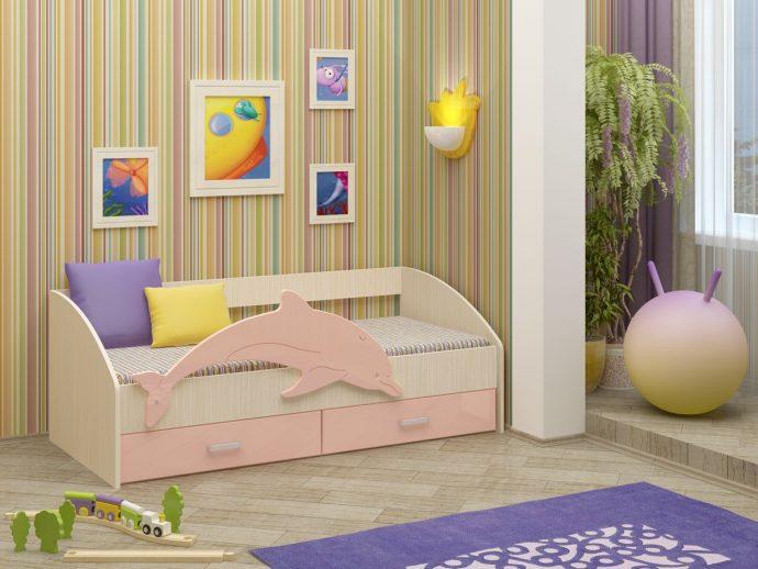 детская кровать с рисунком дельфина в интерьере