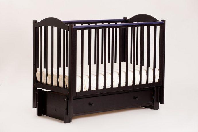 удобная кроватка для ребенка маятник для девочки из дерева
