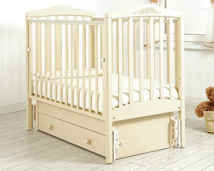 удобная кроватка для ребенка трансформер маятник для мальчика из дерева