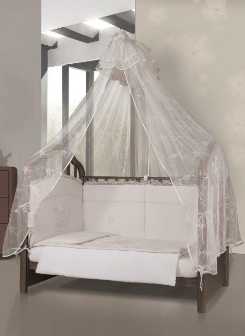 яркий накидка на кроватку в дизайне комнаты