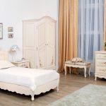 красивая функциональная мебель в детскую комнату для девочки пример