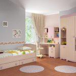 светлая мебель в детскую для девочки пример
