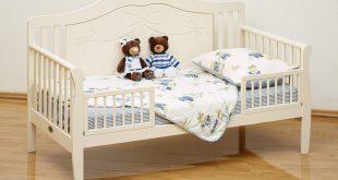 большая детская кровать с бортиками в дизайне комнаты фото