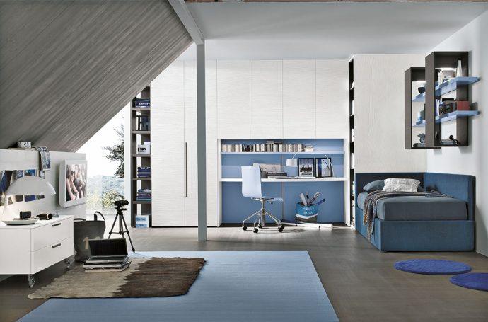 светлая мебель для мальчика в детскую спальню пример фото
