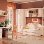 цветная функциональная мебель в детскую комнату для девочки фото дизайна