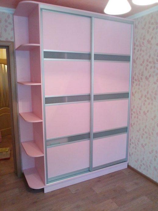 яркий раздвижной шкаф купе в спальню дизайн