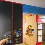 раздвижной шкаф в детскую спальню картинка