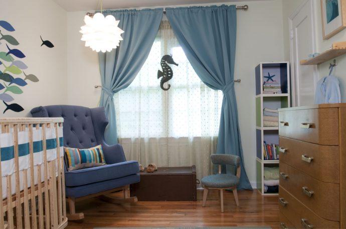 яркие шторы в детскую комнату в интерьере