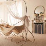 необычная детская кроватка в квартире