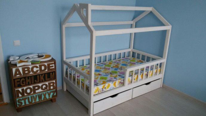 качественная детская кровать из подручных материалов в интерьере фото интерьера