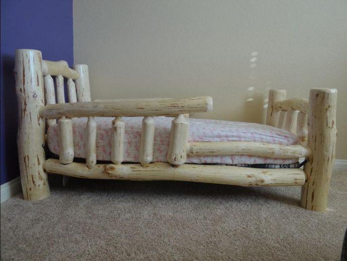красивая кровать из подручных материалов дизайн