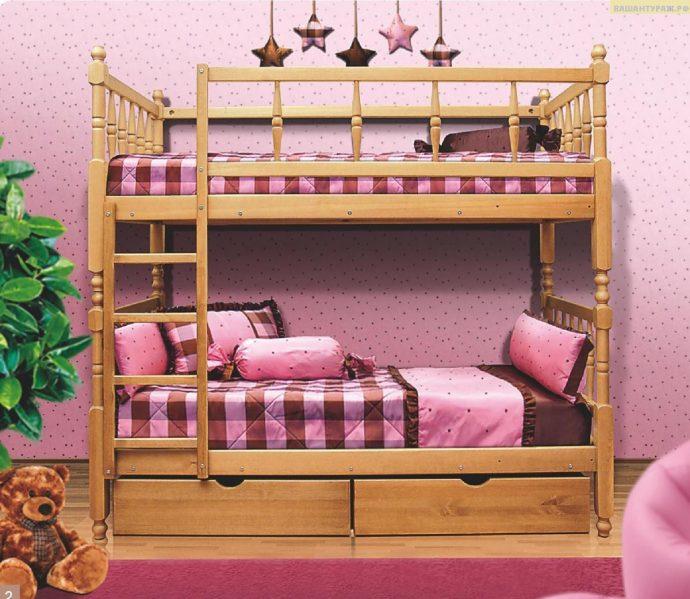 конструкция двухъярусной кровати из дерева в дизайне комнаты