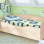 комплект кровати дельфин для ребенка в теплых тонах