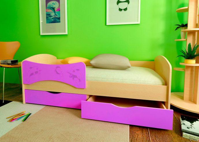 дизайн кроватки дельфин для ребенка в светлых тонах