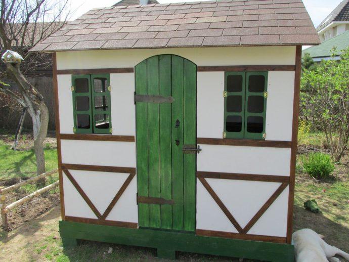 каркас большого игрового домика из дерева
