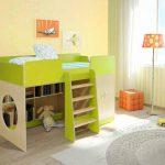 яркая кровать чердак в детскую комнату фото
