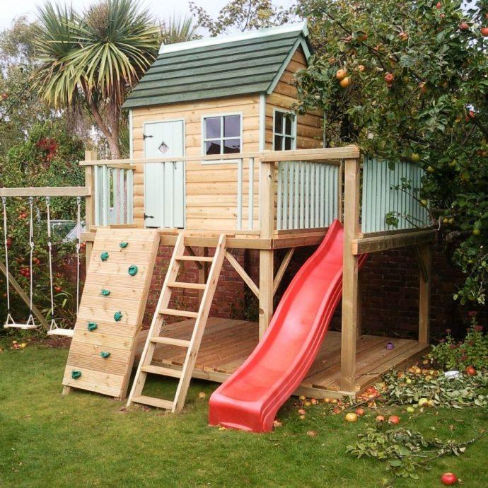 фото детской площадки во дворе с качелей