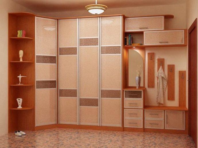 монтаж шкаф светлый в прохожей комнате