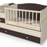 яркая детская кроватка для детей пример
