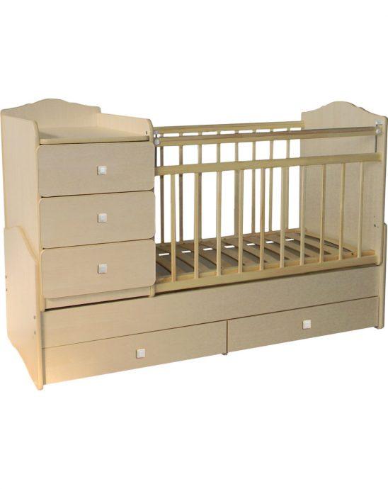 светлая кроватка с комодом в детской комнате