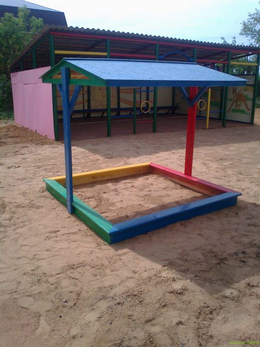 фото детской песочницы во дворе на даче с сиденьями