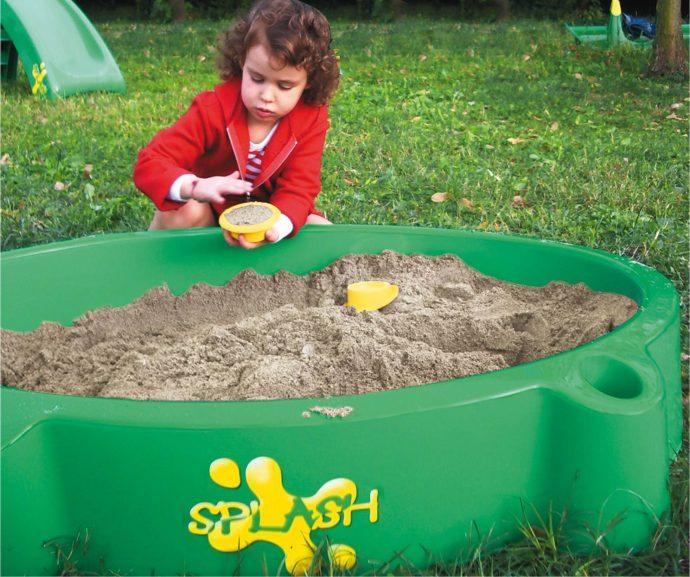 конструкция детской песочницы во дворе с бортиками