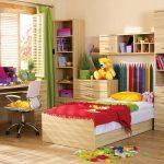 декор детской кроватки с полками