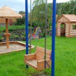 идея большой детской площадки с качелями