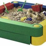 идея детской песочницы на даче с зонтом