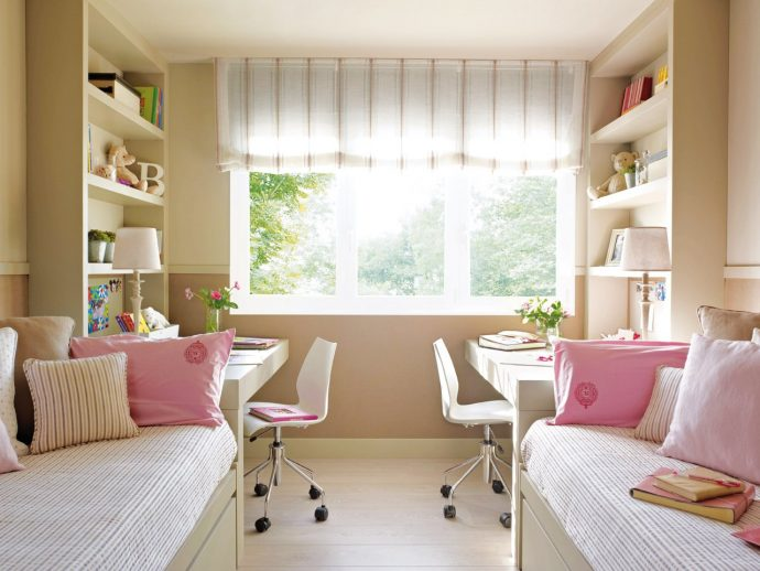 детская спальня для двоих детей в ярких тонах