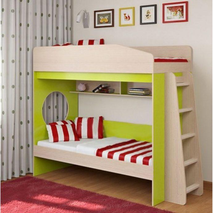 конструкция детской кровати из дерева в комнате