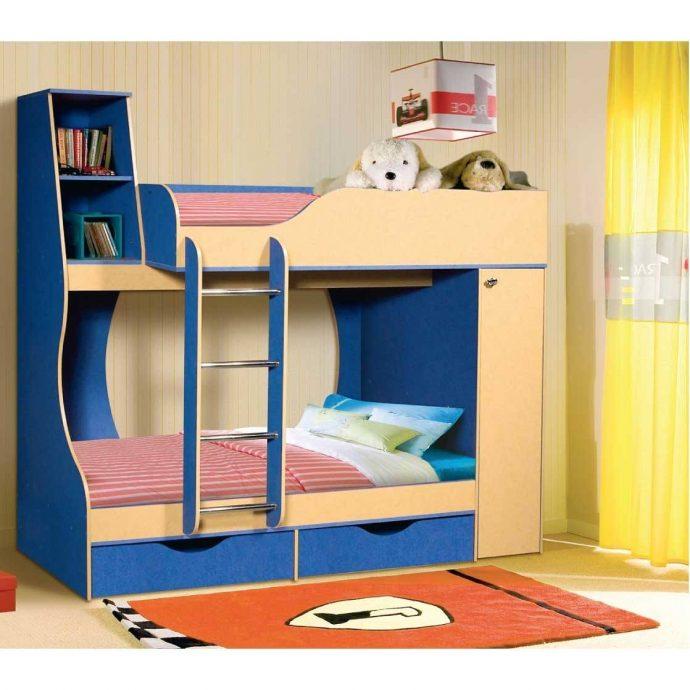 конструкция кровати из массива дерева в комнате