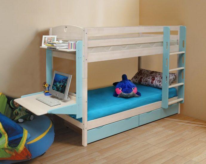 каркас двухъярусной кровати деревянная в интерьере комнаты