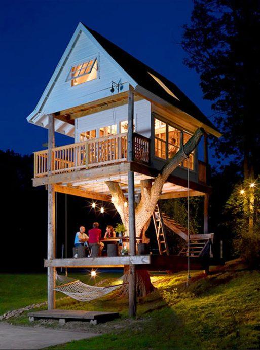 пример большого детского домика из массива дерева