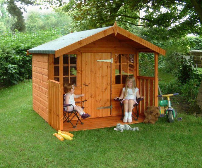 пример небольшого игрового домика из дерева