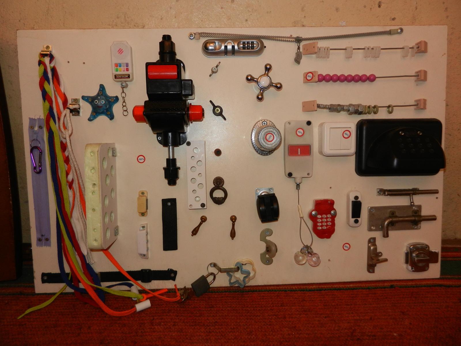 Доска для детей с выключателями фото