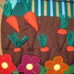 яркий детский коврик с машинками пример