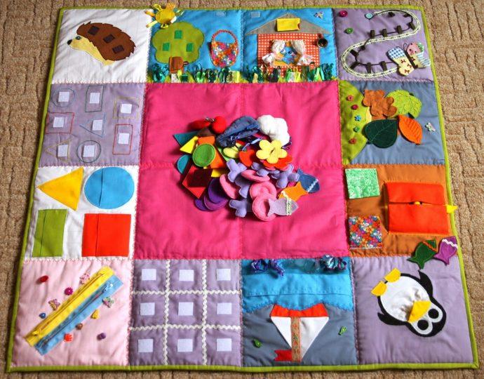 интересный детский коврик с машинками картинка