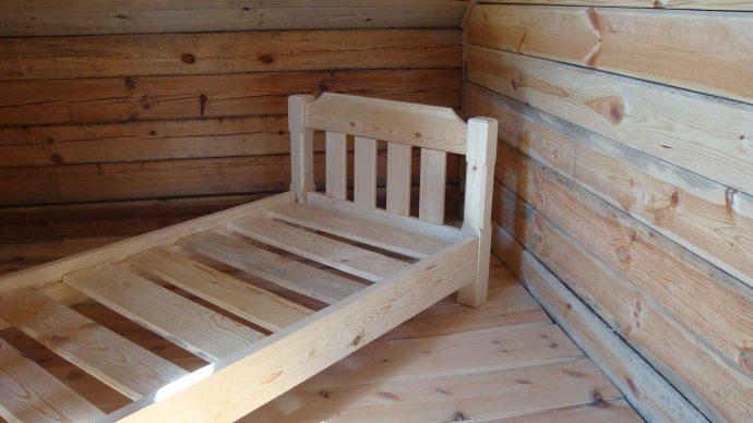 качественная кровать сделанная своими руками в интерьере