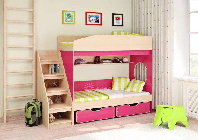 каркас детской кровати из массива дерева в дизайне комнаты