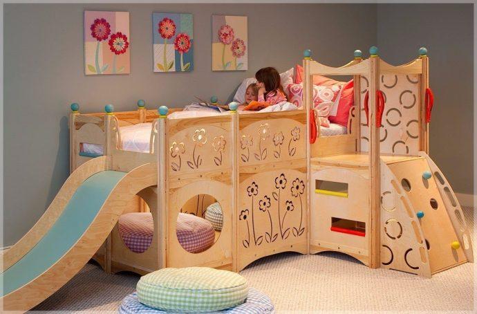конструкция кровати из массива дерева в дизайне комнаты