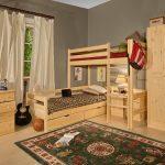 мебель из массива в комнате каркас